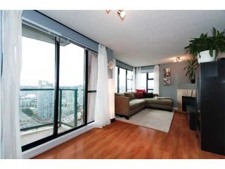 """Photo 2: 3007 939 HOMER Street in Vancouver: Downtown VW Condo for sale in """"THE PINNACLE"""" (Vancouver West)  : MLS®# V873938"""