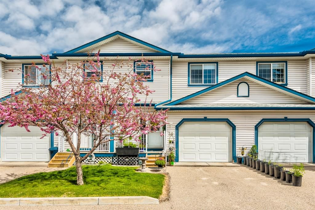 Main Photo: 30 33 Stonegate Drive NW: Airdrie Row/Townhouse for sale : MLS®# A1117438