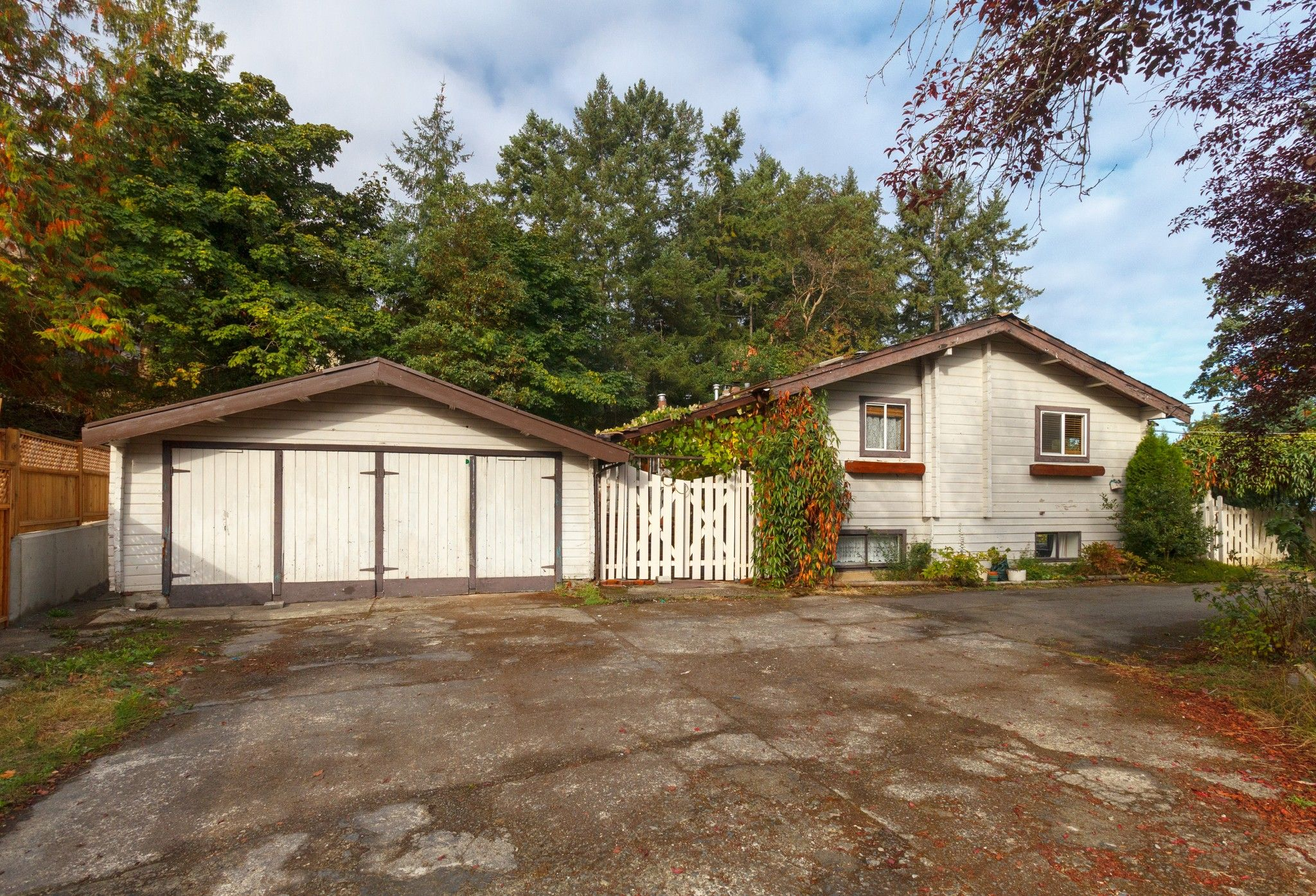 Main Photo: 6898 Woodward Drive in Central Saanich: Single Family for sale : MLS®# 383677