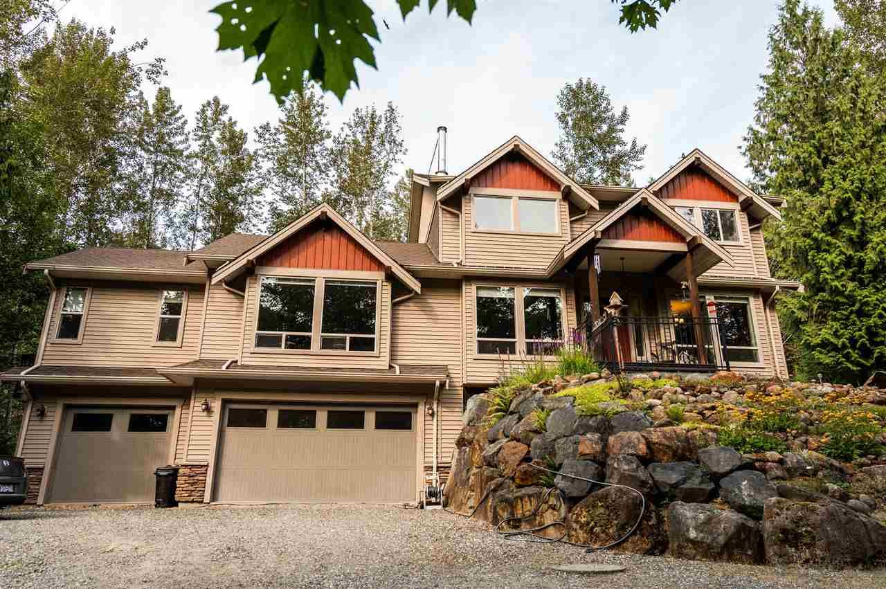 Main Photo: 2215 LOUGHEED Highway in Agassiz: Mt Woodside House for sale (Harrison Mills / Mt Woodside)  : MLS®# R2456702