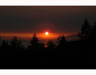"""Photo 2: 387 VERNON Place in Gibsons: Gibsons & Area House for sale in """"ISLANDVIEW ESTATES"""" (Sunshine Coast)  : MLS®# V787669"""