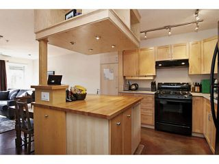 Photo 3: 112 4272 ALBERT Street in Burnaby: Vancouver Heights Townhouse for sale (Burnaby North)  : MLS®# V1045828