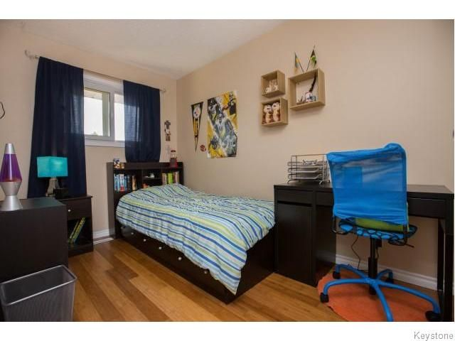 Photo 9: Photos: 9 Rillwillow Place in Winnipeg: Meadowood Residential for sale (2E)  : MLS®# 1623703