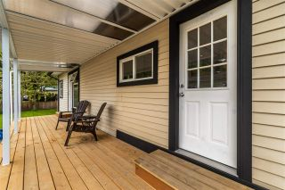 """Photo 3: 28 3942 COLUMBIA VALLEY Road: Cultus Lake Manufactured Home for sale in """"Cultus Lake Village"""" : MLS®# R2589511"""