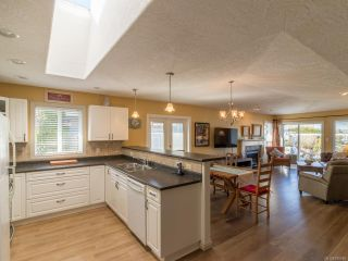 Photo 3: 2905 Caswell St in CHEMAINUS: Du Chemainus Half Duplex for sale (Duncan)  : MLS®# 780686