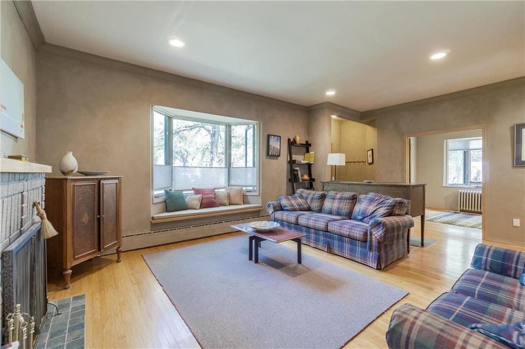 Photo 4: Photos: 906 North Drive in Winnipeg: East Fort Garry Residential for sale (1J)  : MLS®# 202116251