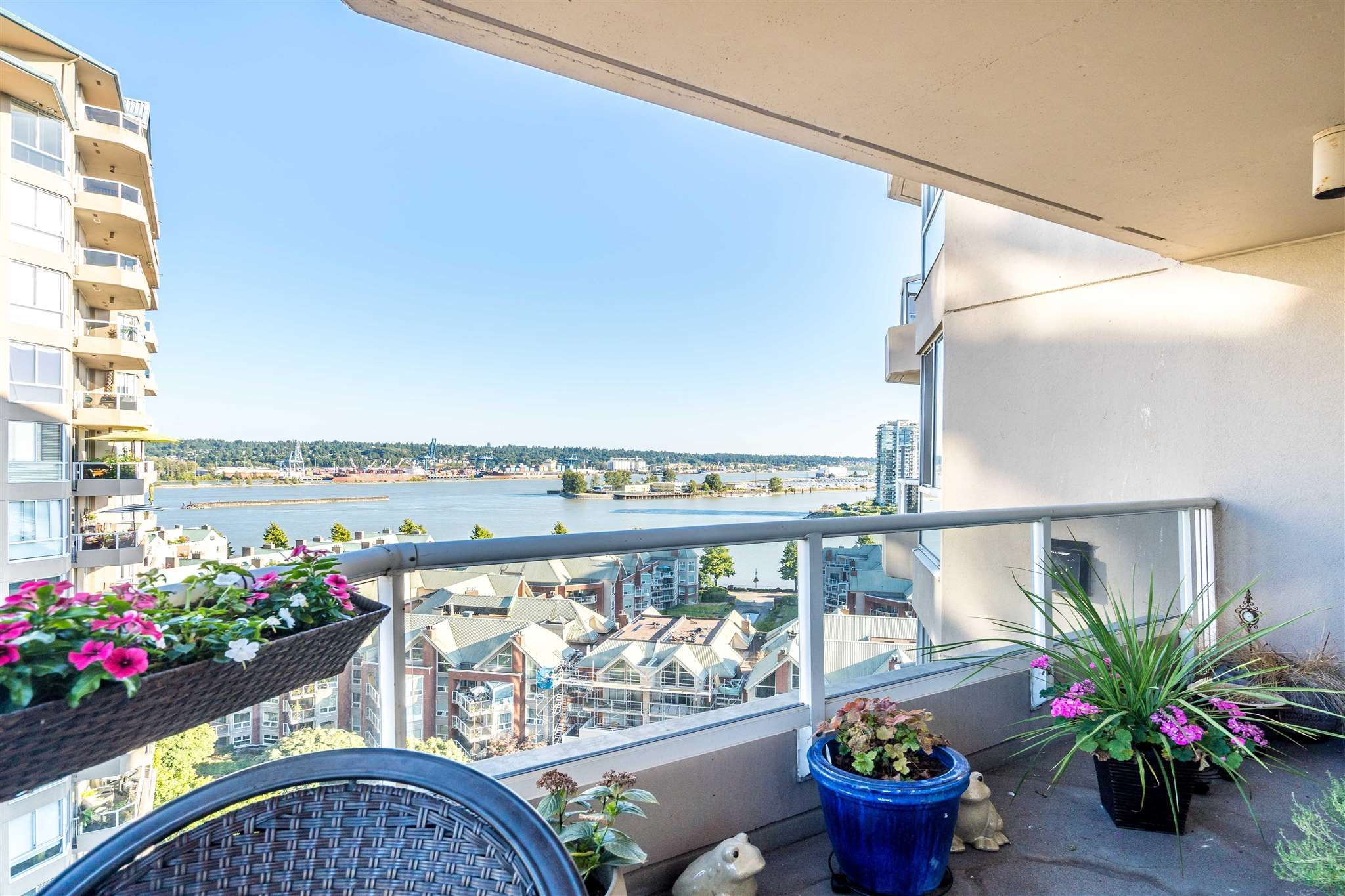 """Main Photo: 1504 1245 QUAYSIDE Drive in New Westminster: Quay Condo for sale in """"RIVIERA ON THE QUAY"""" : MLS®# R2605856"""