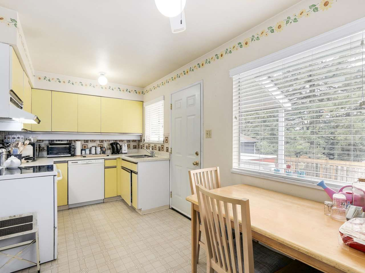 Photo 7: Photos: 731 LINTON Street in Coquitlam: Central Coquitlam House for sale : MLS®# R2157896