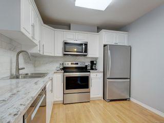 Photo 10: 211 1371 Hillside Ave in : Vi Oaklands Condo for sale (Victoria)  : MLS®# 884077