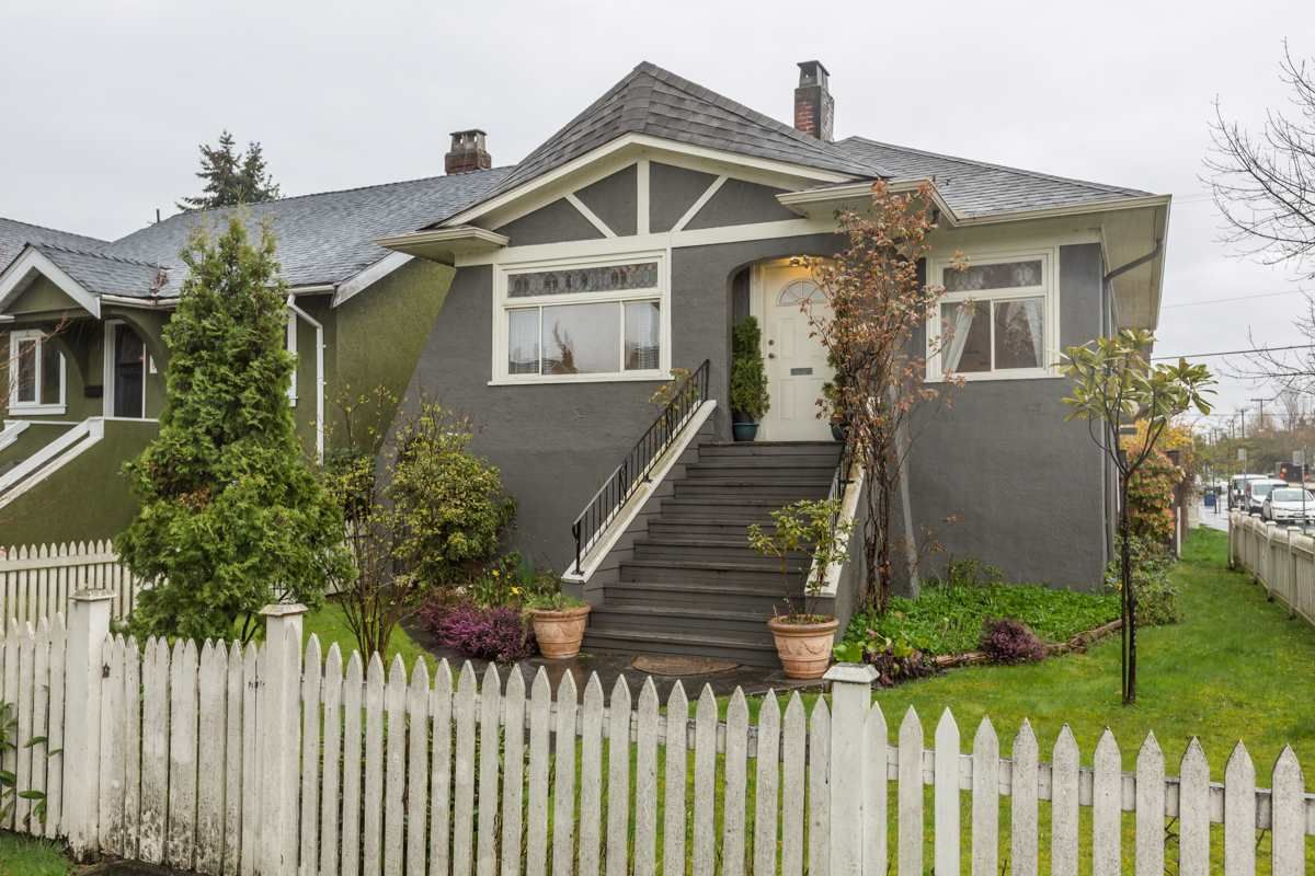 Main Photo: 3305 W 10TH Avenue in Vancouver: Kitsilano House for sale (Vancouver West)  : MLS®# R2564961