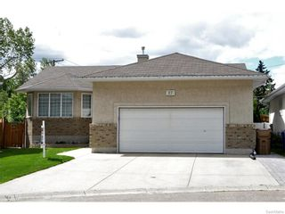 Photo 1: 27 CASTLE Place in Regina: Whitmore Park Residential for sale : MLS®# SK615002