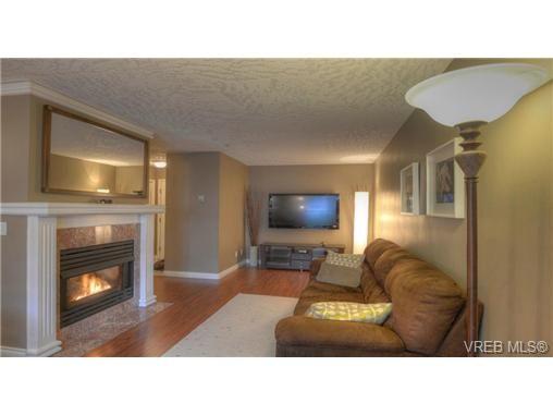 Main Photo: 103 689 Bay St in VICTORIA: Vi Downtown Condo for sale (Victoria)  : MLS®# 657381