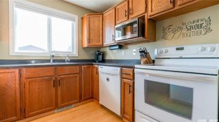 Photo 7: 122 Stacey Crescent in Saskatoon: Dundonald Residential for sale : MLS®# SK803368