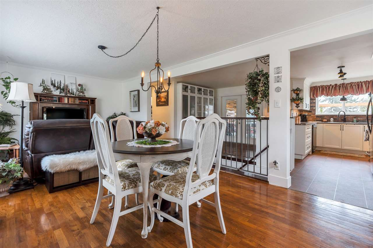 Photo 3: Photos: 2551 PARK Drive in Abbotsford: Central Abbotsford House for sale : MLS®# R2533422