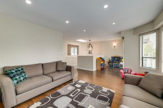 Photo 4: 820 E 37TH Avenue in Vancouver: Fraser VE House for sale (Vancouver East)  : MLS®# R2572909