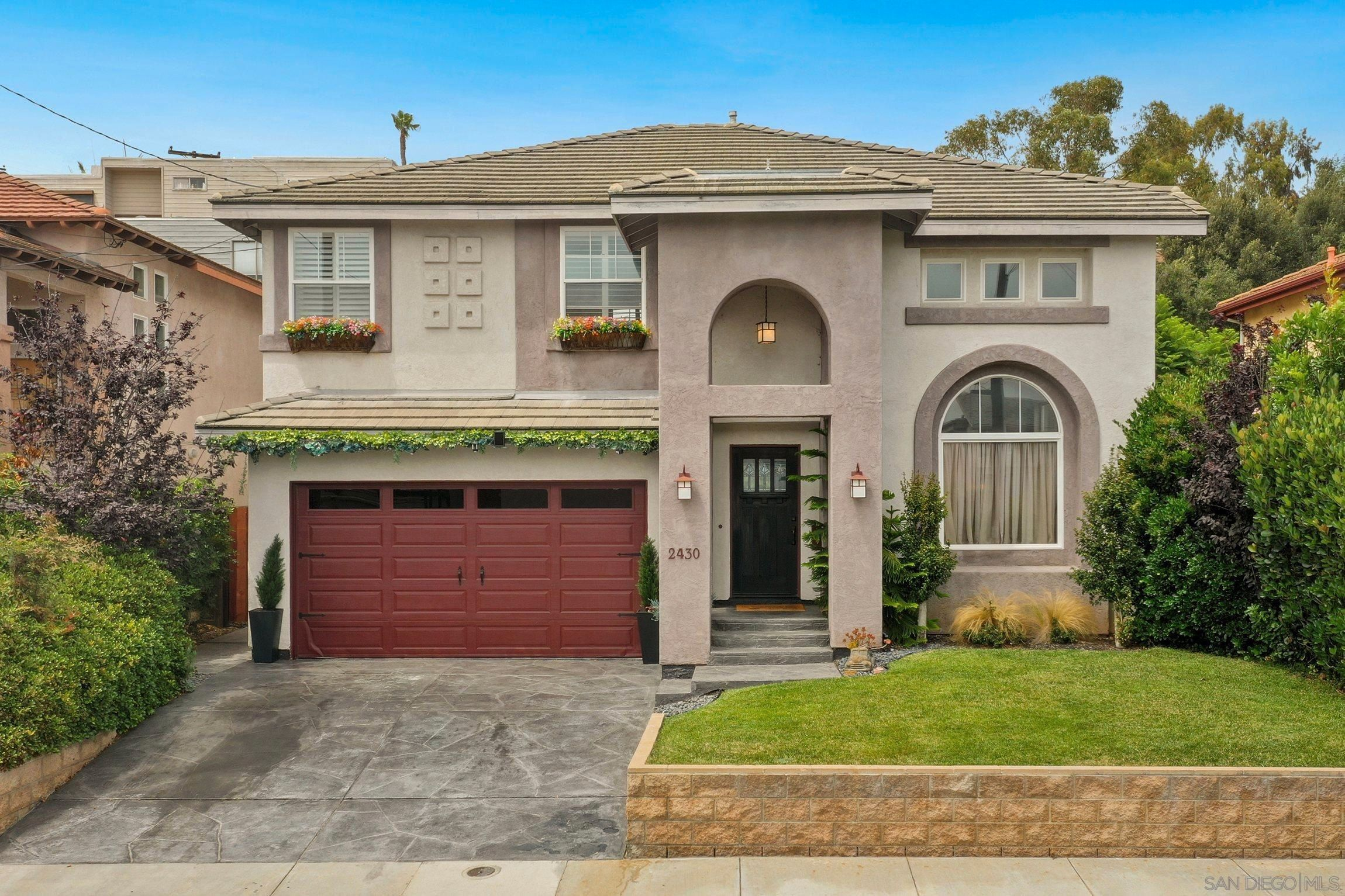 Main Photo: PACIFIC BEACH House for sale : 4 bedrooms : 2430 Geranium St in San Diego