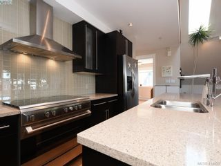 Photo 9: 2 2310 Wark St in VICTORIA: Vi Central Park Row/Townhouse for sale (Victoria)  : MLS®# 822852