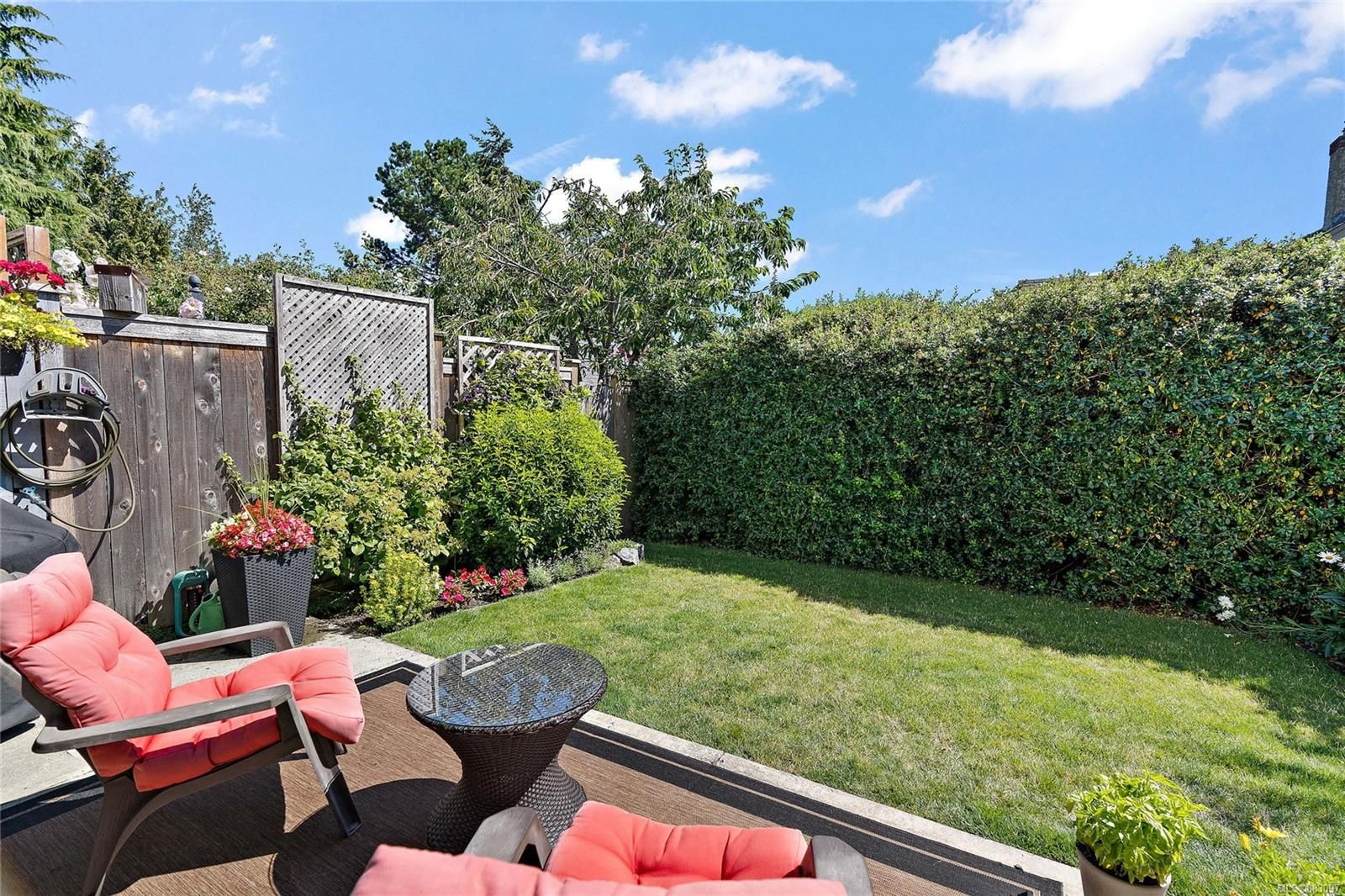 Main Photo: 3 331 Robert St in : VW Victoria West Row/Townhouse for sale (Victoria West)  : MLS®# 883097