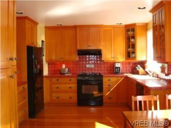 Photo 4: Photos: 3307 Wordsworth St in VICTORIA: SE Cedar Hill House for sale (Saanich East)  : MLS®# 492999