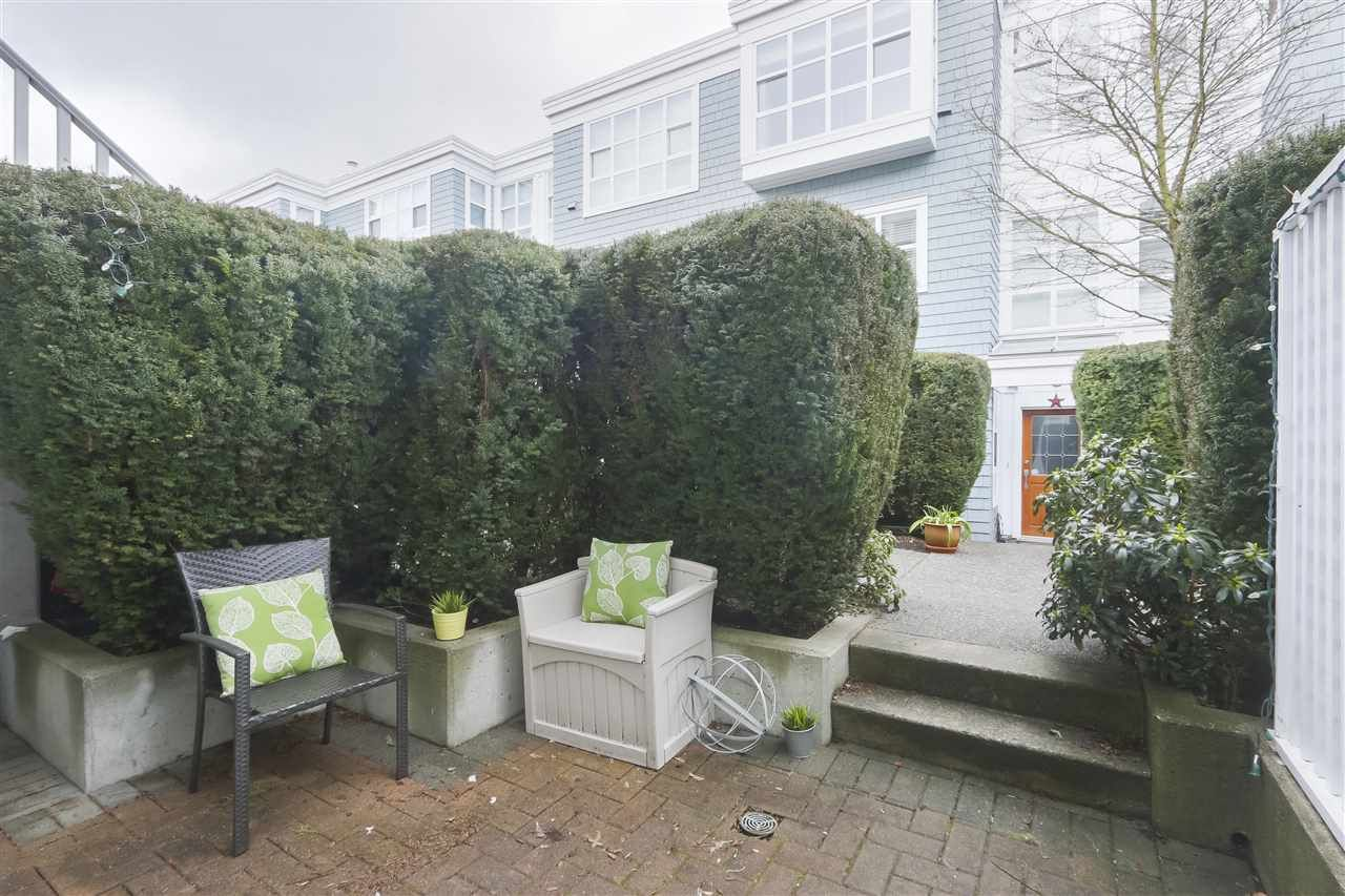 """Photo 19: Photos: 103 657 W 7TH Avenue in Vancouver: Fairview VW Townhouse for sale in """"THE IVYS"""" (Vancouver West)  : MLS®# R2348649"""