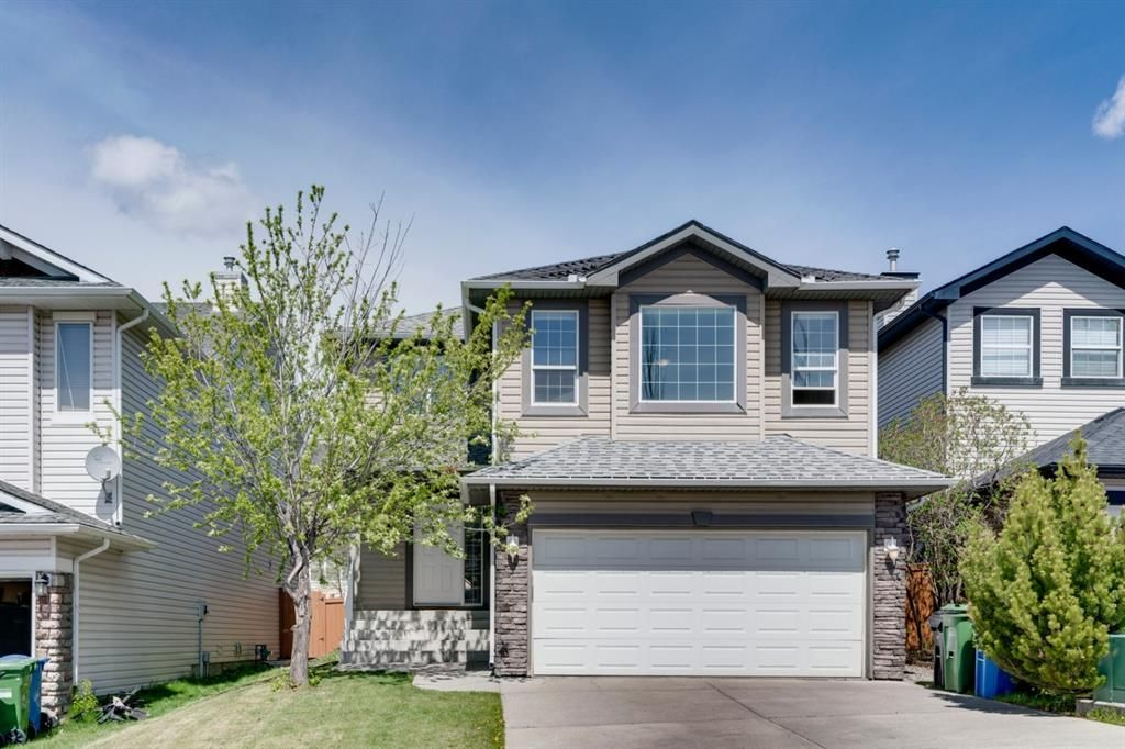 WELCOME to 20 Rockyledge Crescent located in the coveted community of Rocky Ridge!