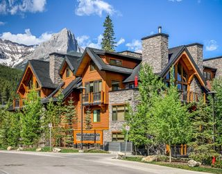 Photo 1: 2101 101 Stewart Creek Landing: Canmore Apartment for sale : MLS®# A1117330