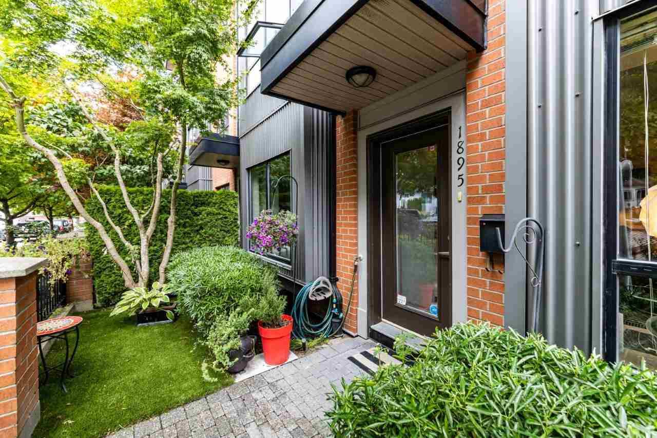 Main Photo: 1895 STAINSBURY AVENUE in : Victoria VE Townhouse for sale (Vancouver East)  : MLS®# R2479969