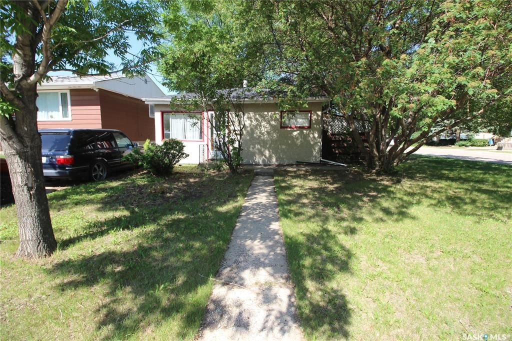 Main Photo: 2102 St Andrews Avenue in Saskatoon: Exhibition Residential for sale : MLS®# SK872048