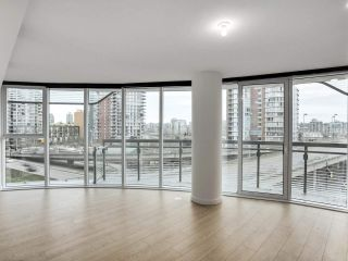 "Photo 2: 584 87 NELSON Street in Vancouver: Yaletown Condo for sale in ""THE ARC"" (Vancouver West)  : MLS®# R2542378"