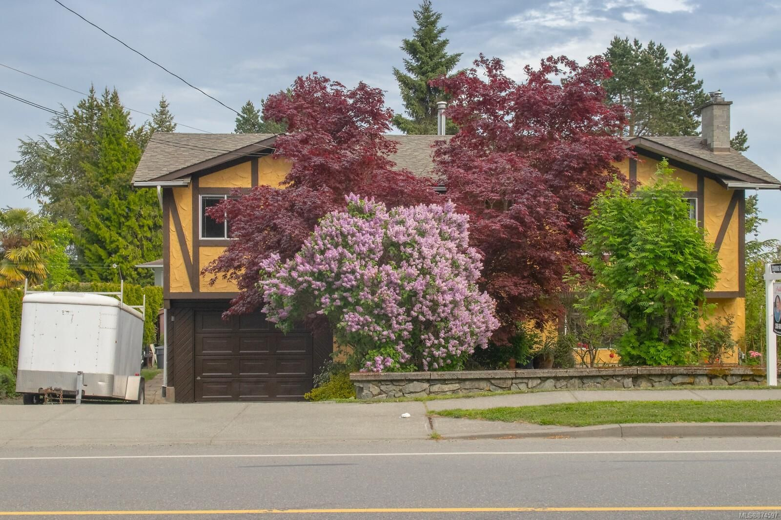 Main Photo: 7635 East Saanich Rd in : CS Saanichton House for sale (Central Saanich)  : MLS®# 874597