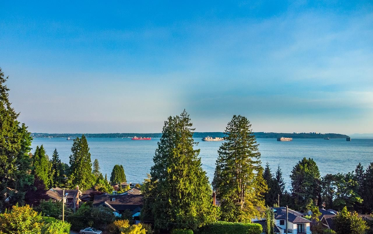 Main Photo: 2633 LAWSON Avenue in West Vancouver: Dundarave House for sale : MLS®# R2616423