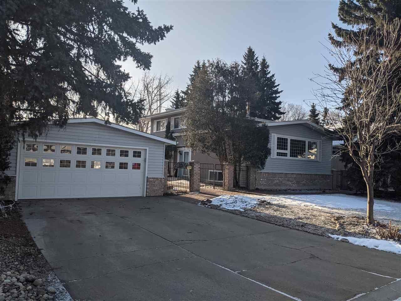 Main Photo: 25 VILLAGE Road: Sherwood Park House for sale : MLS®# E4234184