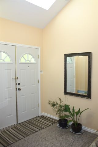 """Photo 2: 25 8551 GENERAL CURRIE Road in Richmond: Brighouse South Townhouse for sale in """"THE CRESCENT"""" : MLS®# R2195158"""