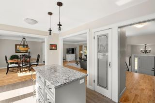 Photo 4: 4568 Montford Cres in : SE Gordon Head House for sale (Saanich East)  : MLS®# 869002