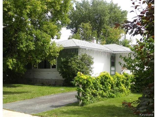 Photo 2: Photos: 851 Vimy Road in WINNIPEG: Westwood / Crestview Residential for sale (West Winnipeg)  : MLS®# 1318165