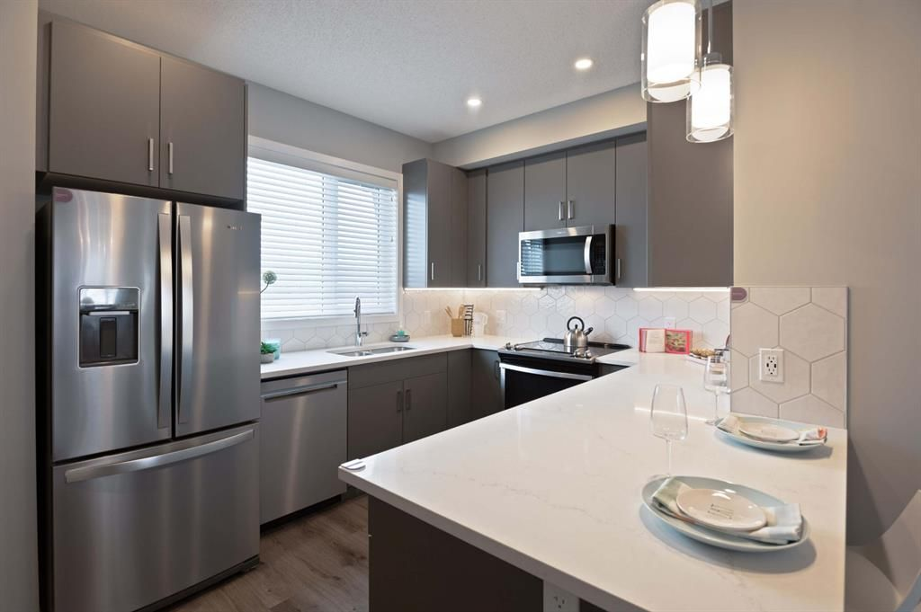 Main Photo: 406 16 Evanscrest Park NW in Calgary: Evanston Row/Townhouse for sale : MLS®# A1130308