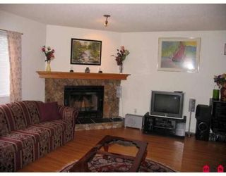"""Photo 4: 101 15529 87A Avenue in Surrey: Fleetwood Tynehead Townhouse for sale in """"EVERGREEN ESTATES"""" : MLS®# F2906932"""