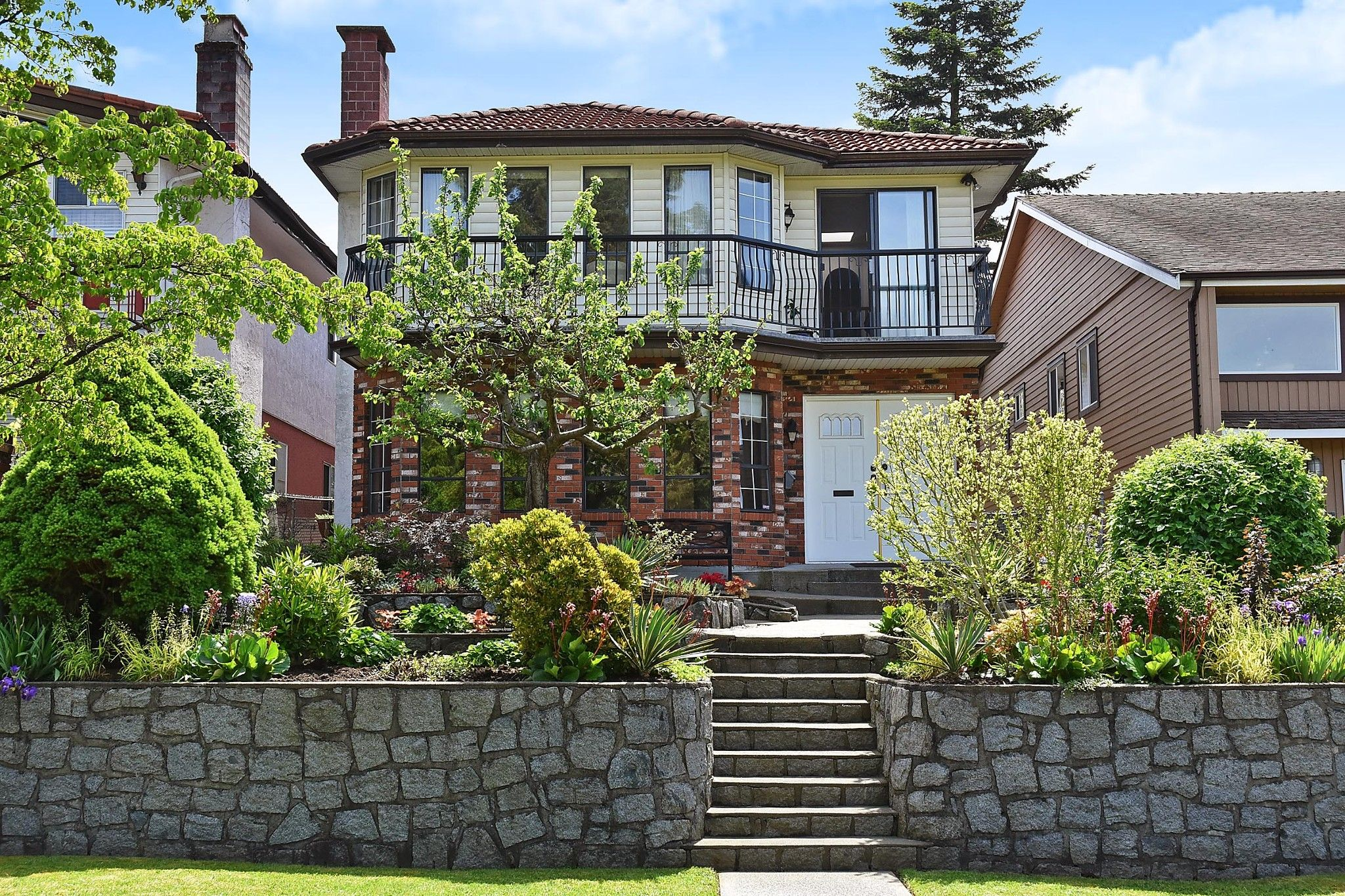 Main Photo: 2860 CHARLES Street in Vancouver: Renfrew VE House for sale (Vancouver East)  : MLS®# R2371682