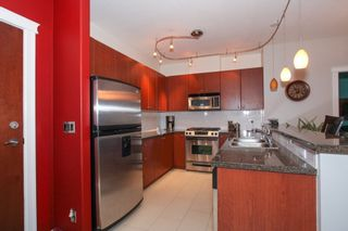 Photo 8: 304 14 E ROYAL AVENUE in New Westminster: Fraserview NW Condo for sale : MLS®# R2133443