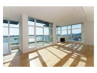 Photo 3: 2302 188 E Esplanade Street in North Vancouver: Lower Lonsdale Condo for sale : MLS®# V821505