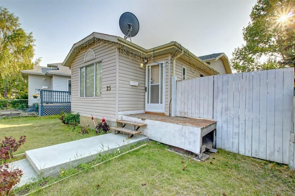 Main Photo: 25 Martinview Crescent NE in Calgary: Martindale Detached for sale : MLS®# A1107227