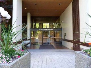 """Photo 3: 306 4200 MAYBERRY Street in Burnaby: Metrotown Condo for sale in """"TIMES SQUARE"""" (Burnaby South)  : MLS®# R2564955"""