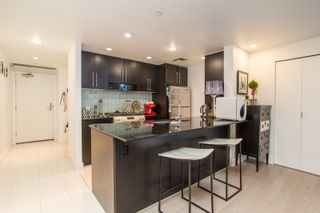 """Photo 3: 503 638 BEACH Crescent in Vancouver: Yaletown Condo for sale in """"Icon"""" (Vancouver West)  : MLS®# R2430003"""