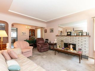 Photo 3: 2681 E 4TH Avenue in Vancouver: Renfrew VE House for sale (Vancouver East)  : MLS®# R2605962
