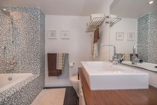 """Photo 8: 402 2288 W 12TH Avenue in Vancouver: Kitsilano Condo for sale in """"CONNAUGHT POINT"""" (Vancouver West)  : MLS®# R2051681"""