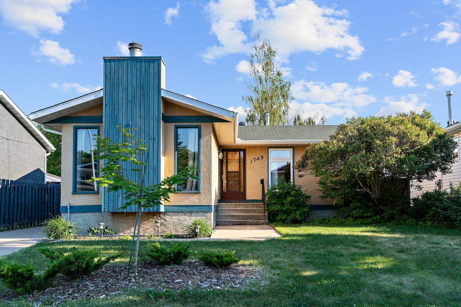 Main Photo: 1743 49A Street in Edmonton: Zone 29 House for sale : MLS®# E4253564