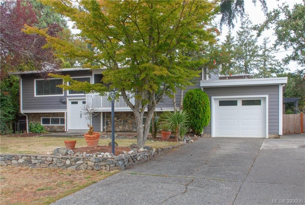 Main Photo: 860 Beckwith Ave in VICTORIA: SE Lake Hill House for sale (Saanich East)  : MLS®# 797907