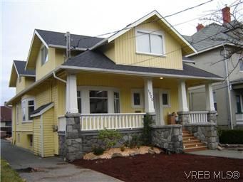 Main Photo: 1 1020 Queens Avenue in BRENTWOOD BAY: Vi Central Park Residential for sale (Victoria)  : MLS®# 305533