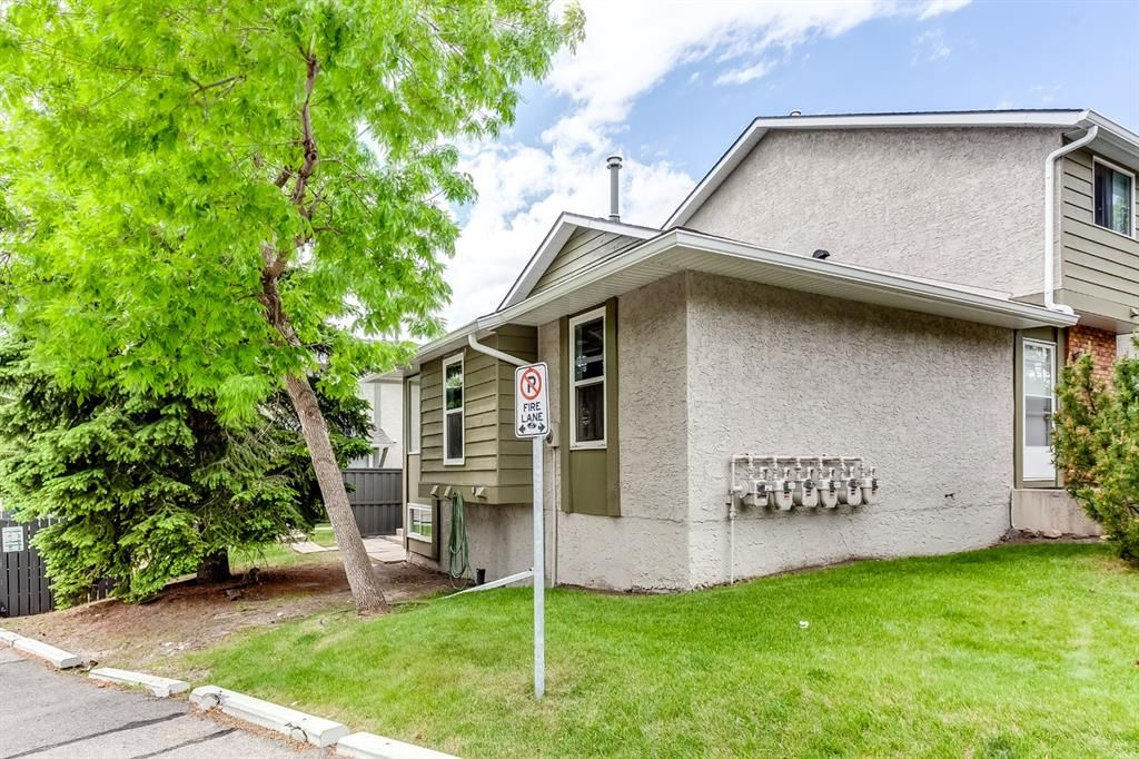 Main Photo: 73 6915 Ranchview Drive NW in Calgary: Ranchlands Row/Townhouse for sale : MLS®# A1122346