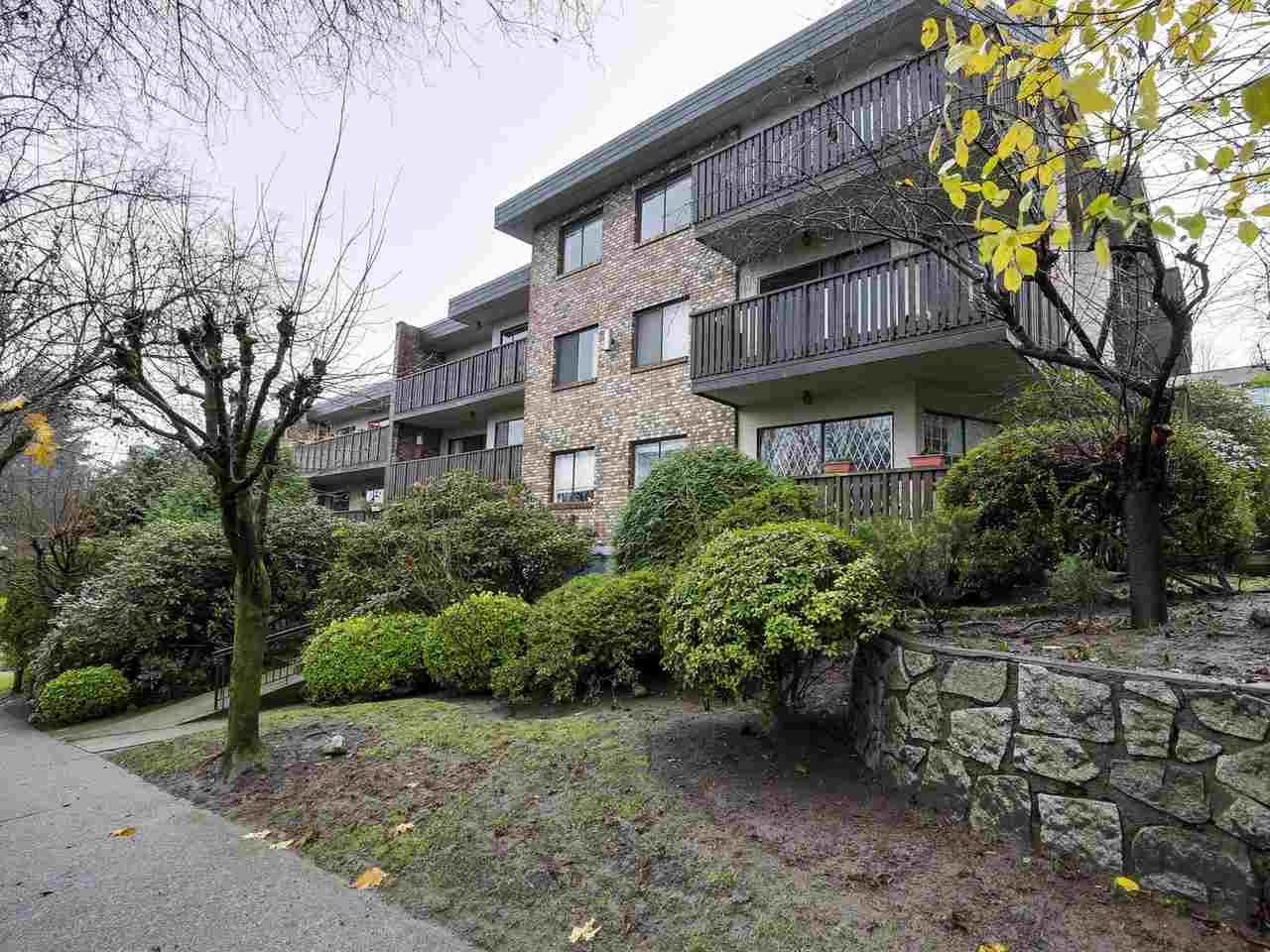 "Main Photo: 202 930 E 7TH Avenue in Vancouver: Mount Pleasant VE Condo for sale in ""WINDSOR PARK"" (Vancouver East)  : MLS®# R2126516"